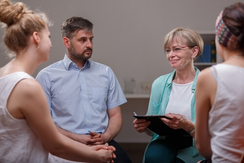 herine recovery patients in a group therapy session
